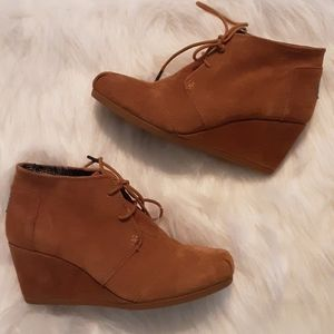 Tom's suede booties size 8W.